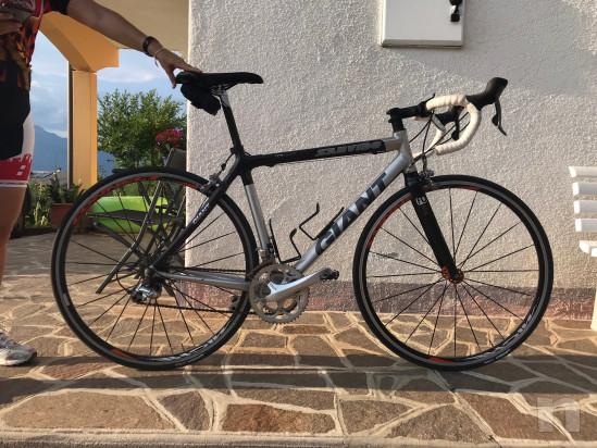 Bici da Corsa Giant in carbonio e alluminio