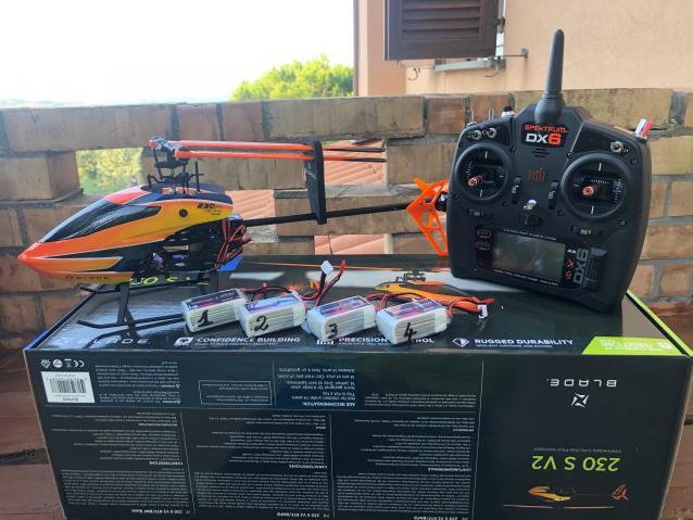 Blade 230s V2 + Radio spektrum DX6 black edition + 4