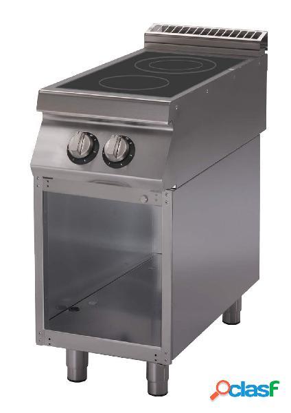 Cucina a induzione su armadio aperto con 2 zone di cottura e