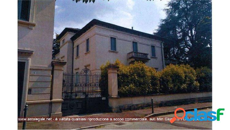 Uffici all'Asta, Como, via Teresa Ciceri 18