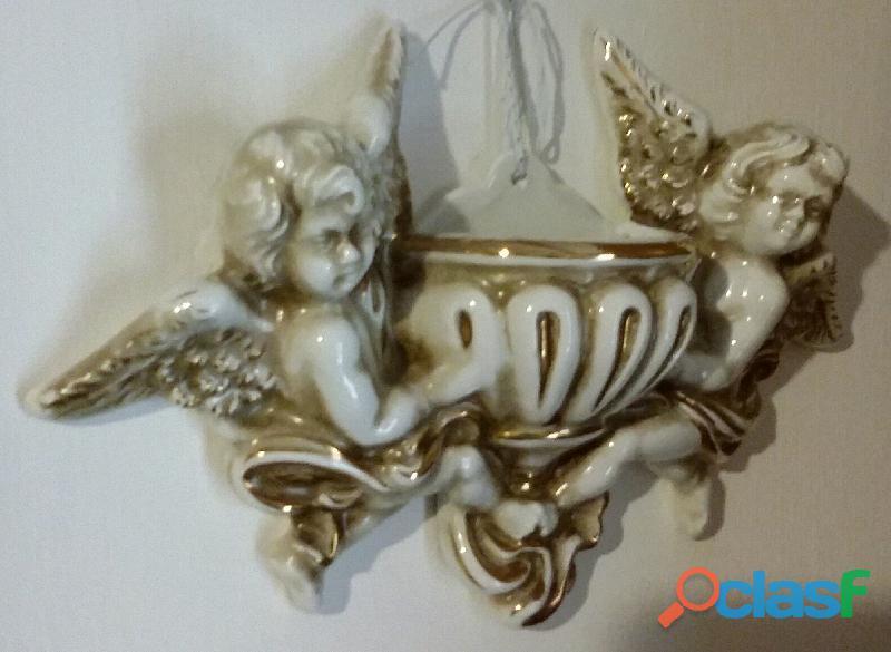Acquasantiera grande colore beige con inserti in oro