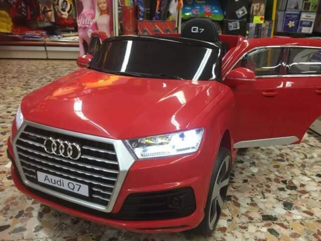 Auto macchina elettrica Audi Q7 rosso