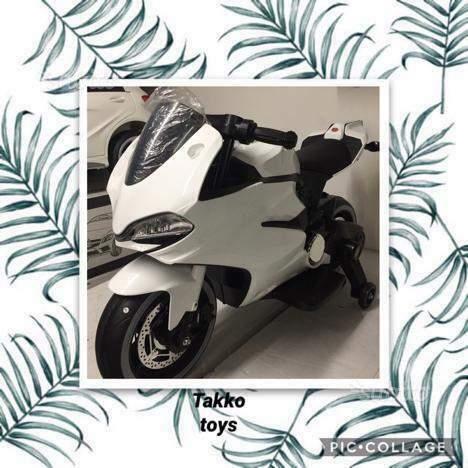 Moto elettrica Ducati style 2 motori bianca