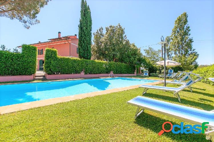 Villa panoramica con piscina a Fauglia, Pisa, Toscana.