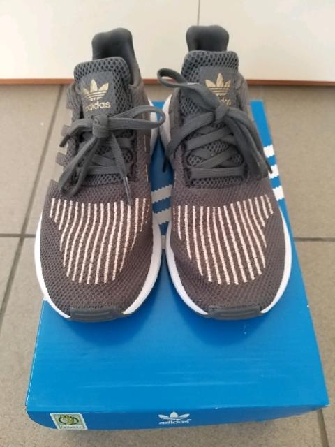 Scarpe da bambina Adidas n. 34