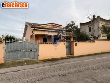 Villa a Ardea di 215 mq