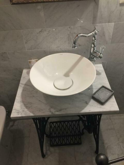 Base per lavandino in marmo bianco Carrara