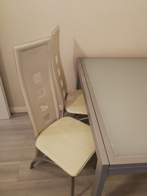 Tavolo allungabile in vetro e 6 sedie