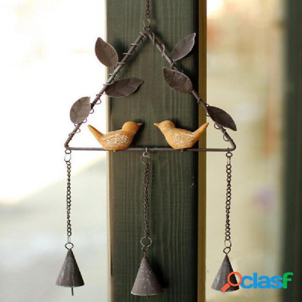 Campane di vento allaperto del cortile dei campanelli a