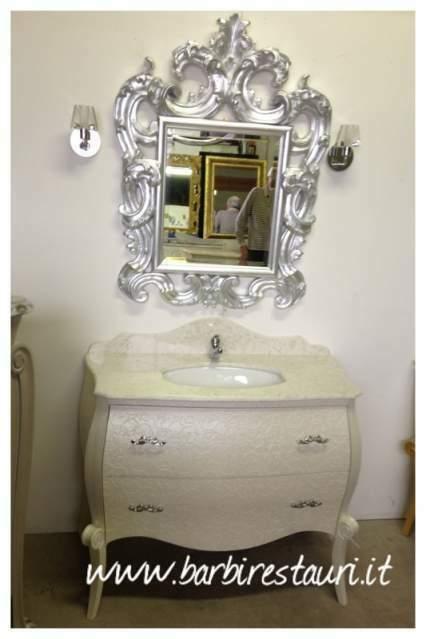 Mobile da bagno barocco bombato massello rilievi laccato