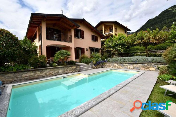 Ossuccio, villa con giardino e piscina
