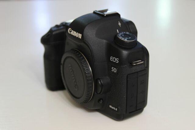 Canon Eos 5D Mark II Corpo macchina con accessori Standard