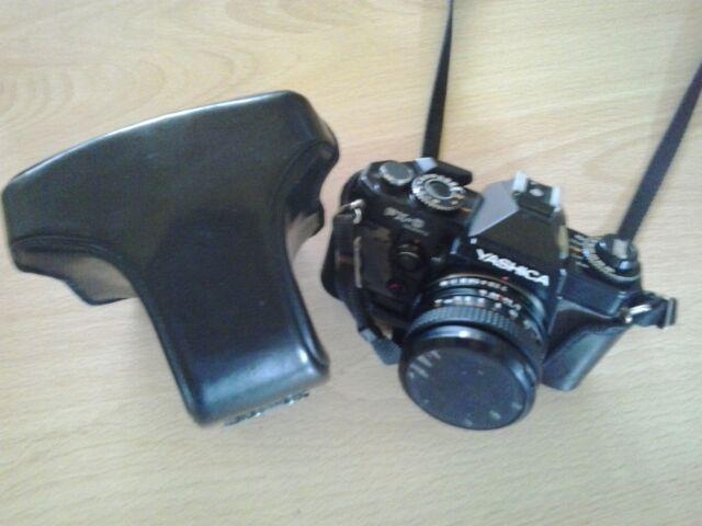 Macchina fotografica yashica e accessori