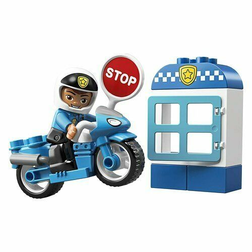Include il personaggio dell'agente di polizia LEGO DUPLO.