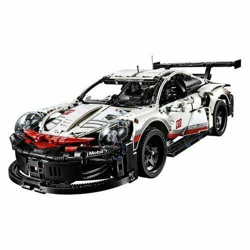 La replica della Porsche 911 RSR è dotata di numerose