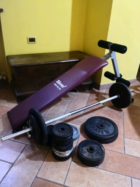Panca piana + Panca addominali +86 kg di pesi