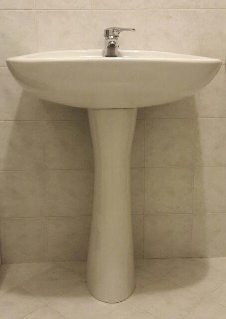 Lavabo a colonna con rubinetto Grohe