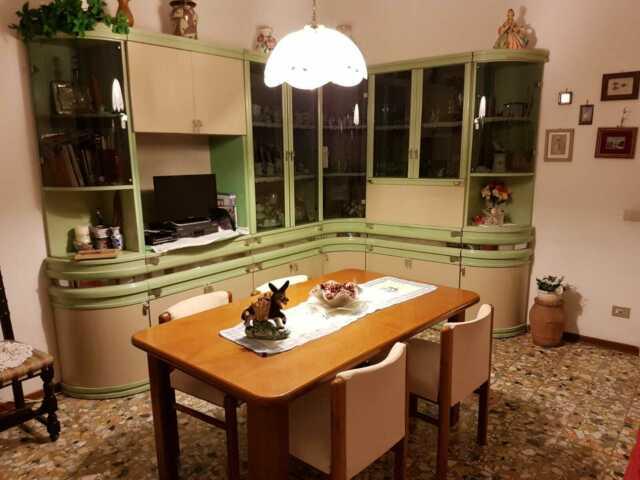 Mobile con vetrina da Salotto con tavolo e 8 sedie