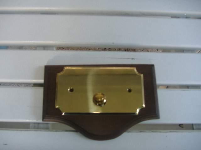 Targa ottone su base in legno