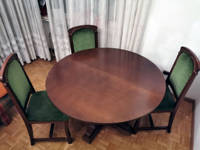 Tavolo Rotondo In Stile allungabile con 6 sedie.