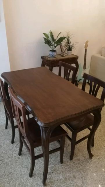 Tavolo in legno massello (senza sedie) 130 x 72 x 80