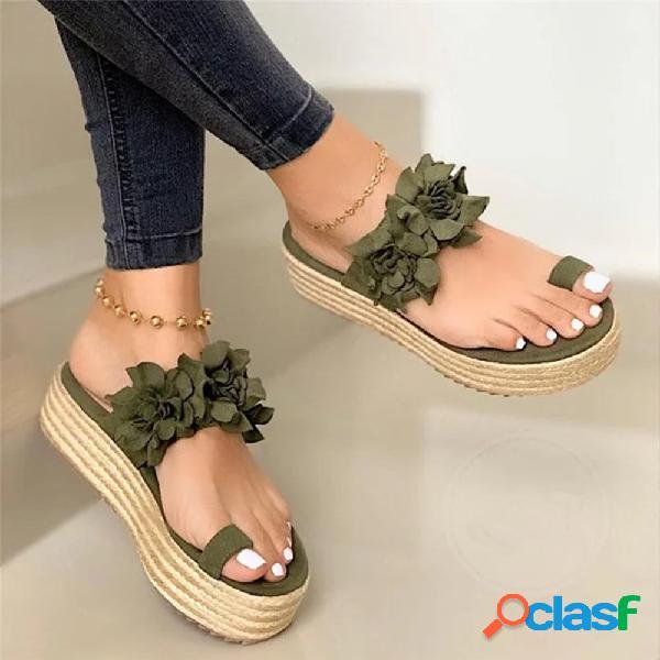 Pantofole con plateau e anello da donna con fiori decorati