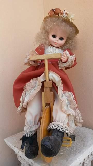 Bambola Clarissa 41cm e cestino portacucito paglia raso