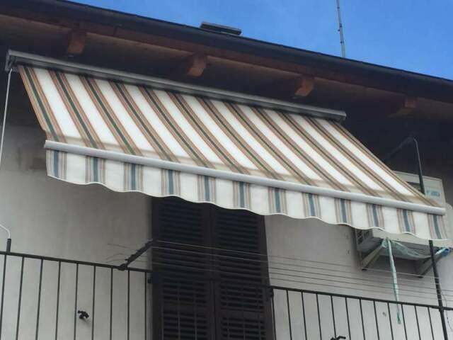 Tenda da balcone nuova ancora imballata