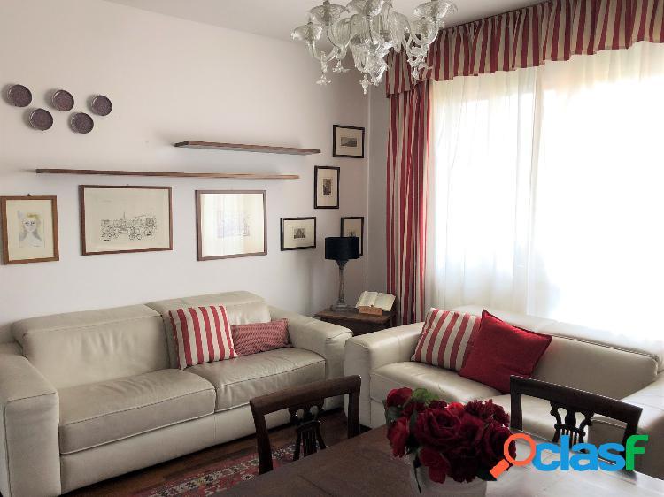 Ampio appartamento con 3 camere da letto e 2 terrazzi