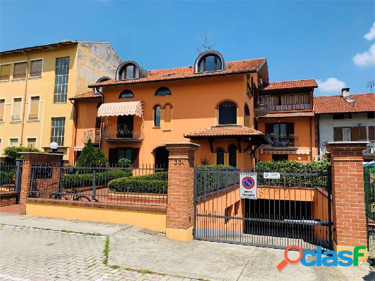Elegante appartamento con terrazzo e due box auto