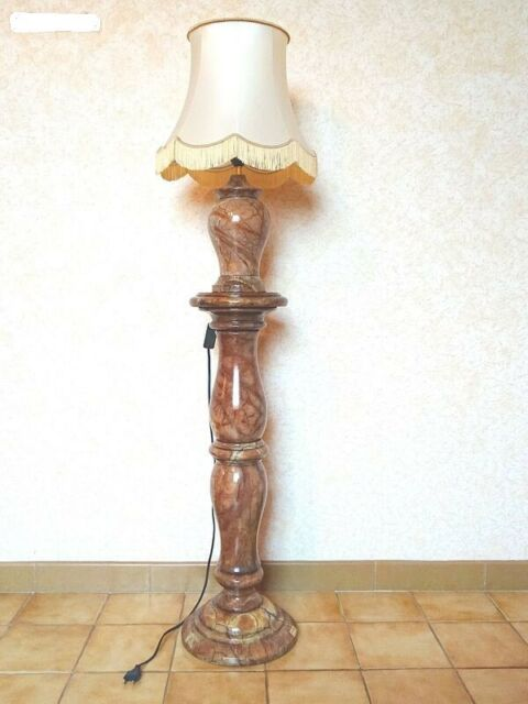Colonna in alabastro con lampada in alabastro
