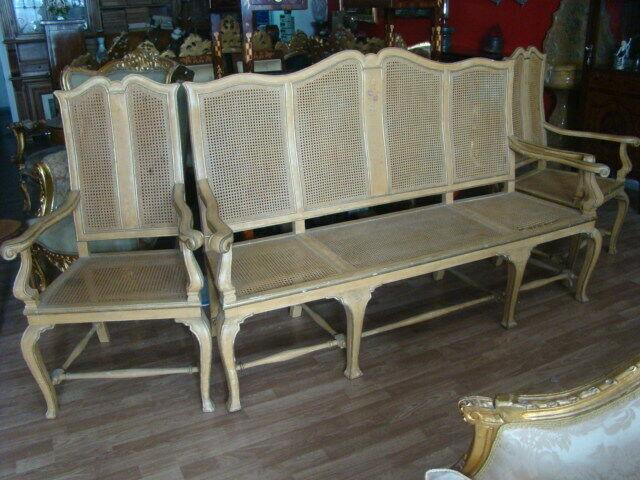 Salotto viennese legno laccato e dipinto. divano e due