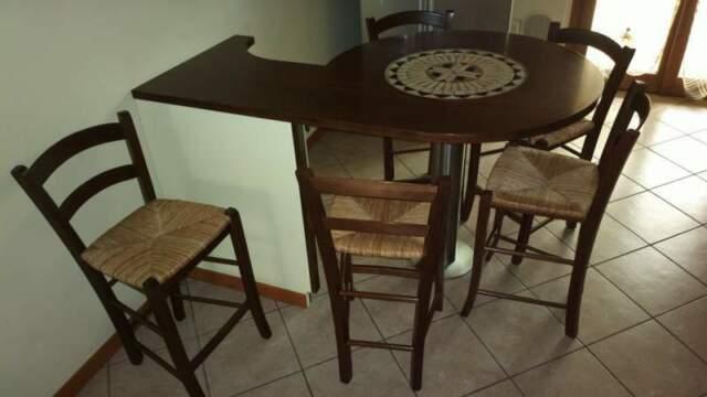 Tavolo penisola con 6 sedie