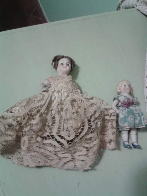 Coppia di bamboline antiche in ceramica