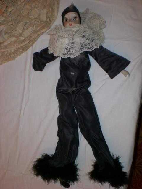 Bambola Pierrot con viso, mano e piedi in porcellana biscuit