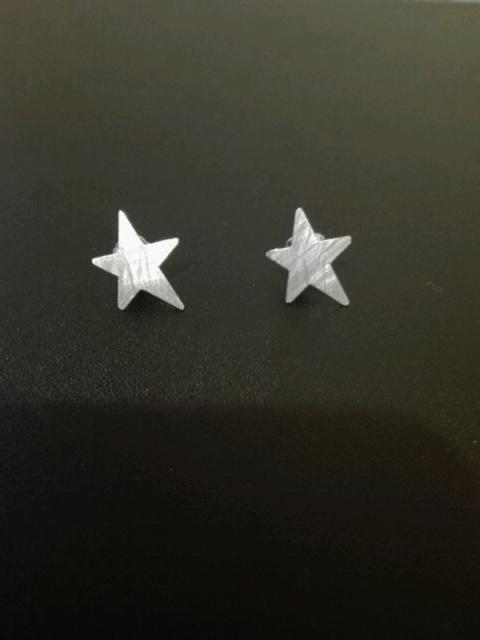 Orecchini a forma di stella in argento satinato