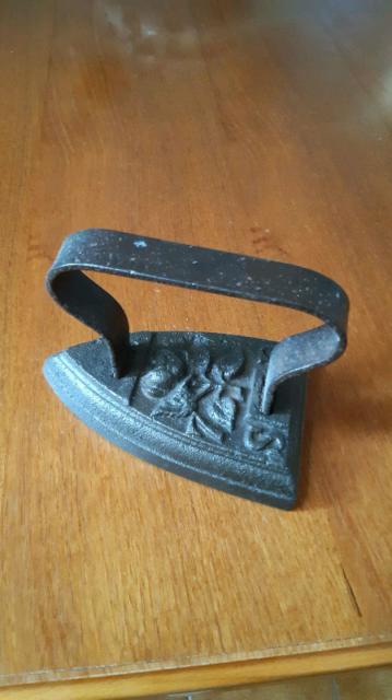Ferro da stiro, in ferro antico