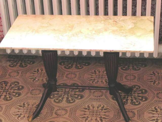 Tavolino tardo deco anni '40 con piano in marmo variegato