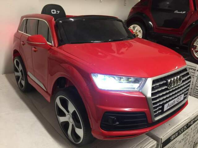 Auto macchina elettrica Q7 rosso (pelle - licenza)