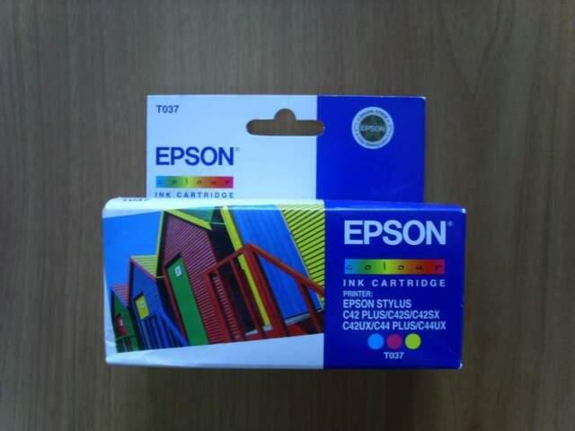 Cartuccia EPSON STYLUS C42 C44 colore originale T037
