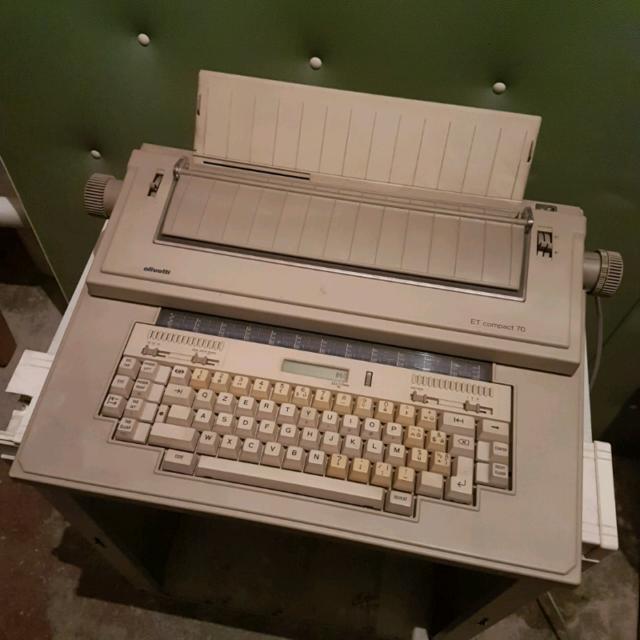 Macchina Da Scrivere Elettronica - ET COMPACT 70