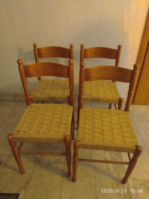Quattro sedie in legno buone condizioni