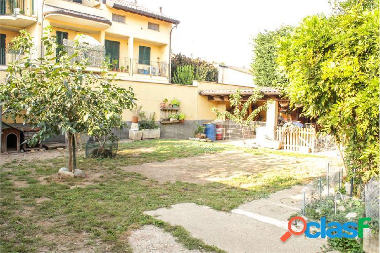 Casa bifamiliare con 2 appartamenti a Marcallo