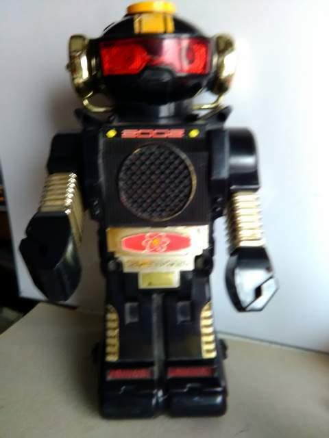 Robot giocattolo anni 70 in materiale plastico