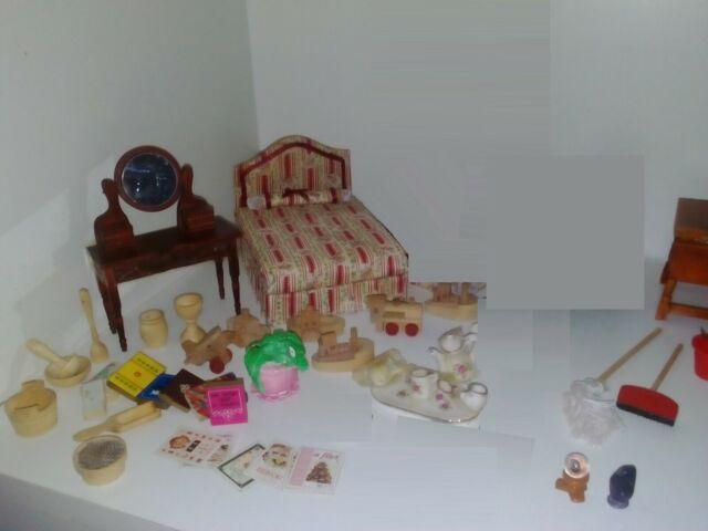 Mobili, oggetti, accessori (Casa delle bambole)