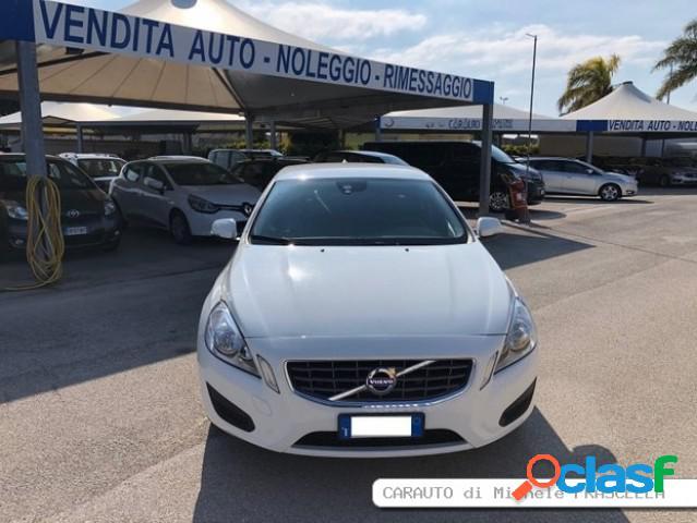 VOLVO V60 diesel in vendita a Bitonto (Bari)