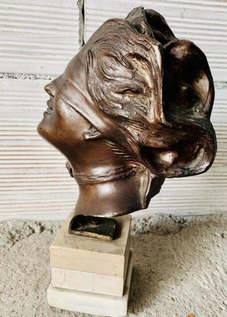 Bronzo d'epoca firmato (dea bendata)