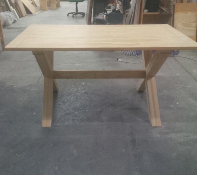 Tavolo stile industriale in legno massello naturale di pino