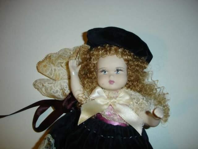 Antica bambola in porcellana ITALIANA CAPODIMONTE