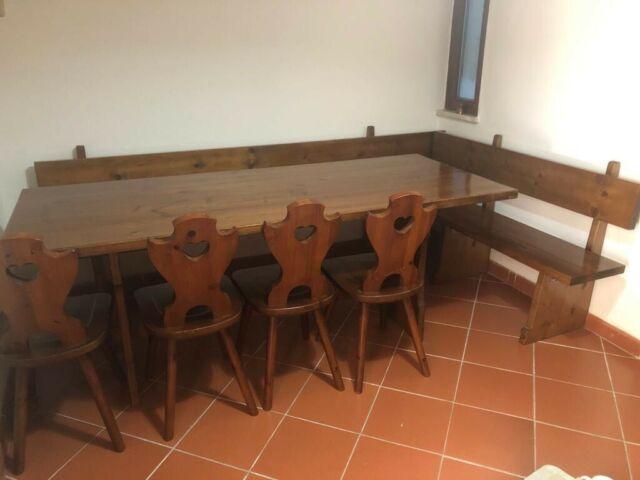 Tavolo e 4 sedie con panca in legno